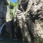 Прохладния Еменски водопад