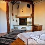 Спалня за двама с камина