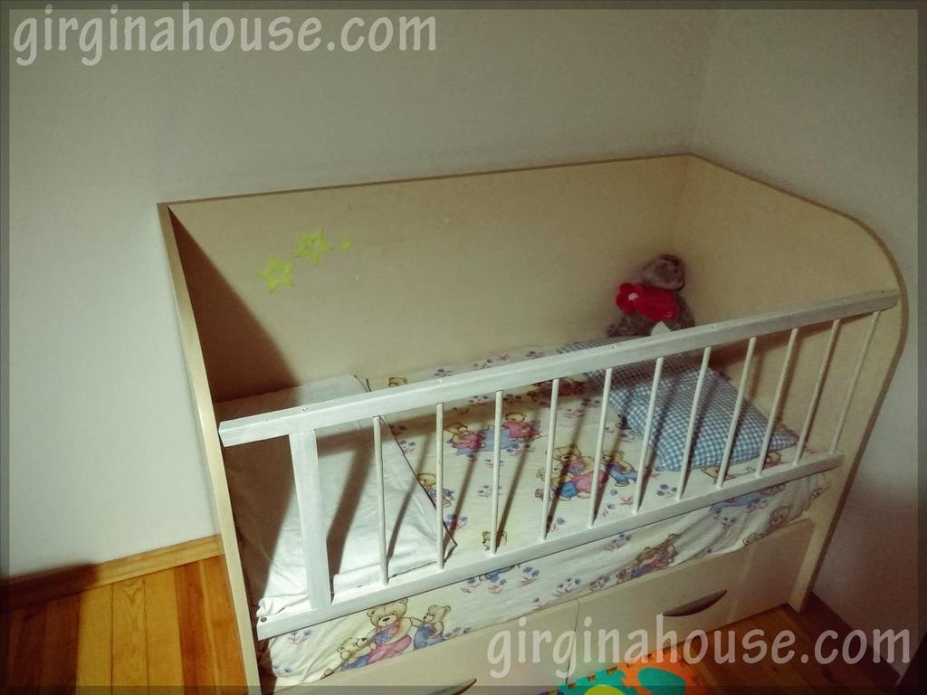 Имаме и бебешко креватче