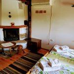Спалня с камина
